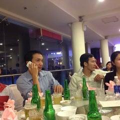 Photo taken at Ái Huê Restaurant 愛華酒樓 by Sau T. on 9/14/2013