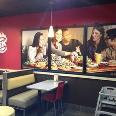 Photo taken at Burger King by Raimundo M. on 5/2/2013