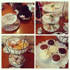 Photo taken at The Tea Cosy by Chung H. on 11/2/2014