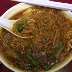 Photo taken at Shihlin Taiwan Street Snacks by Yogurt M. on 7/25/2015