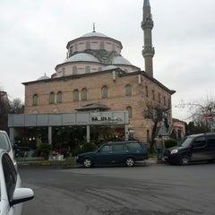 Photo taken at Etiler Camii by ozcank o. on 1/31/2014