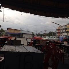 Photo taken at น่องลาย จุ่มแซ่บ, ซอยนวลจันทร์ by Nh🎱nG K. on 7/15/2014