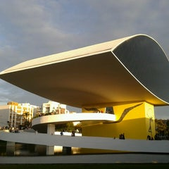 Photo taken at Museu Oscar Niemeyer (MON) by Lara F. on 6/1/2013