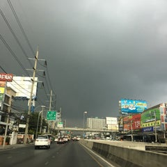 Photo taken at แยกศรีอุดม (Si Udom Intersection) by uglypink ✿. on 3/31/2016