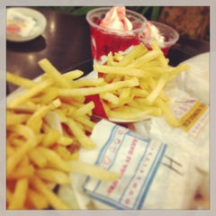 Photo taken at Burger King by Chingyee ლ. on 4/27/2013