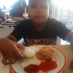 Photo taken at KFC by Dwi N. on 5/9/2014