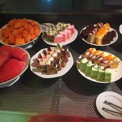 Photo taken at Chaophya Park Hotel (โรงแรมเจ้าพระยาปาร์ค) by Supapit W. on 11/15/2015