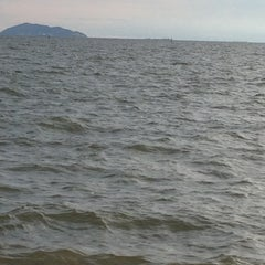 Photo taken at หาดวอนนภา (Wonnapa Beach) by Wannapa K. on 9/23/2012