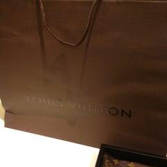 Photo taken at Louis Vuitton by 🔮Lukkaew L. on 9/16/2013