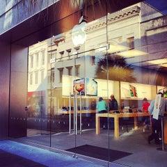 Photo taken at Apple Store, King Street by Jonathan B. on 3/30/2013