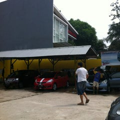 Photo taken at Istana Steam Car Wash by Arif B. on 2/24/2013