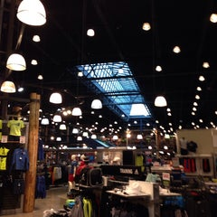 Photo taken at Dick's Sporting Goods by Jesse G. on 1/31/2014