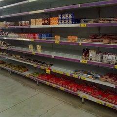 Photo taken at Giant Hypermarket by Hendric Chia K. on 12/26/2013