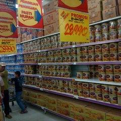 Photo taken at Giant Hypermarket by Hendric Chia K. on 7/30/2013