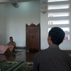 Photo taken at Universitas Teknologi Yogyakarta (UTY) by Alif R. on 4/25/2013