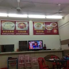 Photo taken at Restoran DST 大樹頭砂煲活田雞 by KA T. on 12/29/2012
