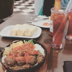 Photo taken at Pizza Hut by antoniusguntur k. on 9/11/2015