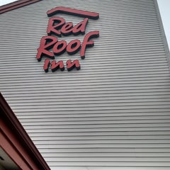 Photo taken at Red Roof Inn Loudon by Vikhyath K. on 4/29/2015