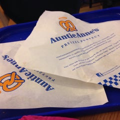 Photo taken at Auntie Anne's (อานตี้ แอนส์) by Patcha🌾 on 2/5/2015