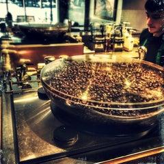 Photo taken at Starbucks by Domenick Raymond on 9/12/2014