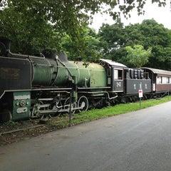รูปภาพถ่ายที่ สวนวชิรเบญจทัศ (สวนรถไฟ) Vachirabenjatas Park (Rot Fai Park) โดย Oilly T. เมื่อ 7/23/2013