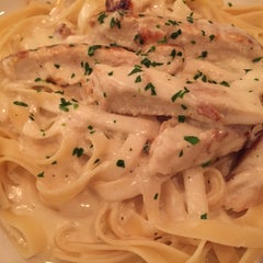 Photo taken at Olive Garden by ryumie h. on 10/8/2015