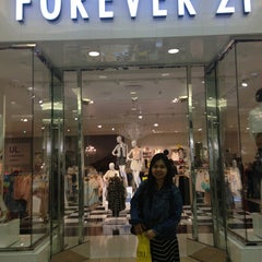 Photo taken at XXI Forever 21 by Ica M. on 5/25/2013