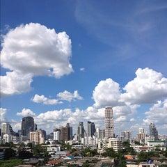 Photo taken at อาคารมาลีนนท์ (Maleenont Tower) by Nuttavich T. on 10/5/2012
