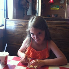 Photo taken at Fuddruckers by Jeannie R. on 5/18/2014
