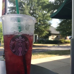 Photo taken at Starbucks by Ariel A. on 8/31/2014
