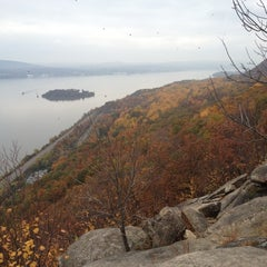 Photo taken at Breakneck Ridge by Felix S. on 10/27/2012