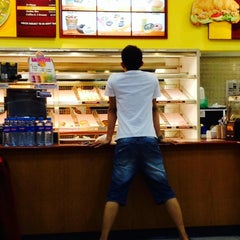 Photo taken at Dunkin' Donuts by Mohd Fadzil R. on 5/26/2014