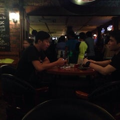 Photo taken at The Shamrock Irish Bar by Roger L. on 8/9/2014