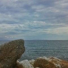 Photo taken at Παραλία Ραφήνας by ΔΕΣΠΟΙΝΑ Τ. on 1/6/2014