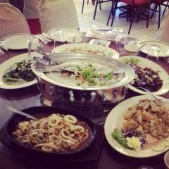 Photo taken at New Horizon Garden Restaurant by Chun L. on 7/29/2013