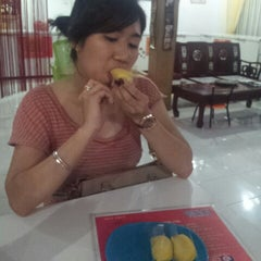 Photo taken at Mei Cin Durian Pancake by Yukohana O. on 2/2/2014