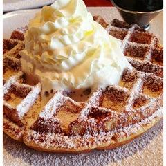 Photo taken at Ben Gusto Cafe & Gelato by hoprocker on 3/1/2013
