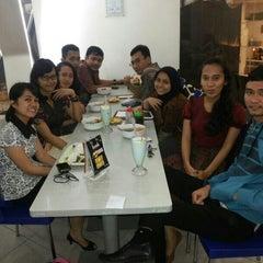 Photo taken at Bakso Malang Karapitan (BMK) by Ella H. on 2/28/2014