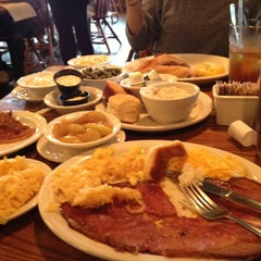 Photo taken at Cracker Barrel Old Country Store by David Catfish N. on 4/3/2013