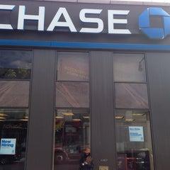 Photo taken at Chase Bank by Abdullah Yilmaz T. on 9/26/2013