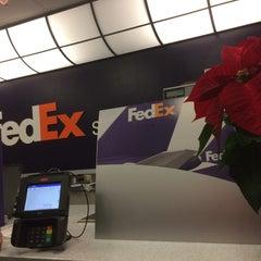 Photo taken at FedEx Ship Center by Abdullah Yilmaz T. on 12/9/2014