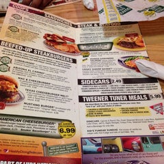 Photo taken at Quaker Steak & Lube® by Trooky_us on 5/8/2014