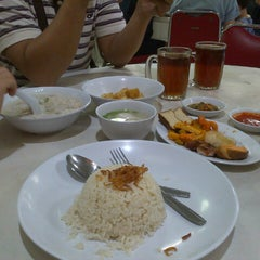 Photo taken at Bubur Ayam Mangga Besar 1 by Joice S. on 6/23/2015