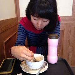 Photo taken at Starbucks by SINA L. on 9/28/2014
