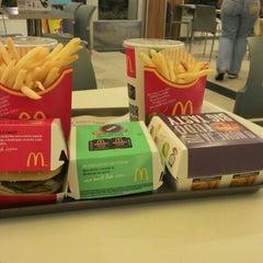 Photo taken at McDonald's by Débora S. on 5/6/2013