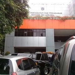 Photo taken at Dinas Pertamanan dan Pemakaman Provinsi DKI Jakarta by Abdoel H. on 12/19/2013
