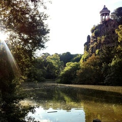 Photo taken at Parc des Buttes-Chaumont by Tomoko on 8/16/2013