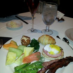 Photo taken at Opus 9 Steakhouse by Stephen S. on 6/23/2013