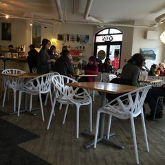 Photo taken at Communitea Cafe by Herman W. on 12/28/2014
