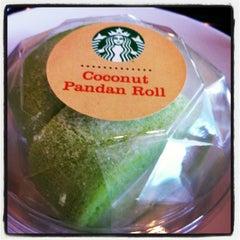 Photo taken at Starbucks (สตาร์บัคส์) by Bee K. on 8/10/2013